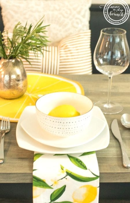 Table Decor Checklist | This tablescape checklist will give you tablescapes ideas for how to create dinner party table settings | Never Skip Brunch #decor #neverskipbrunch