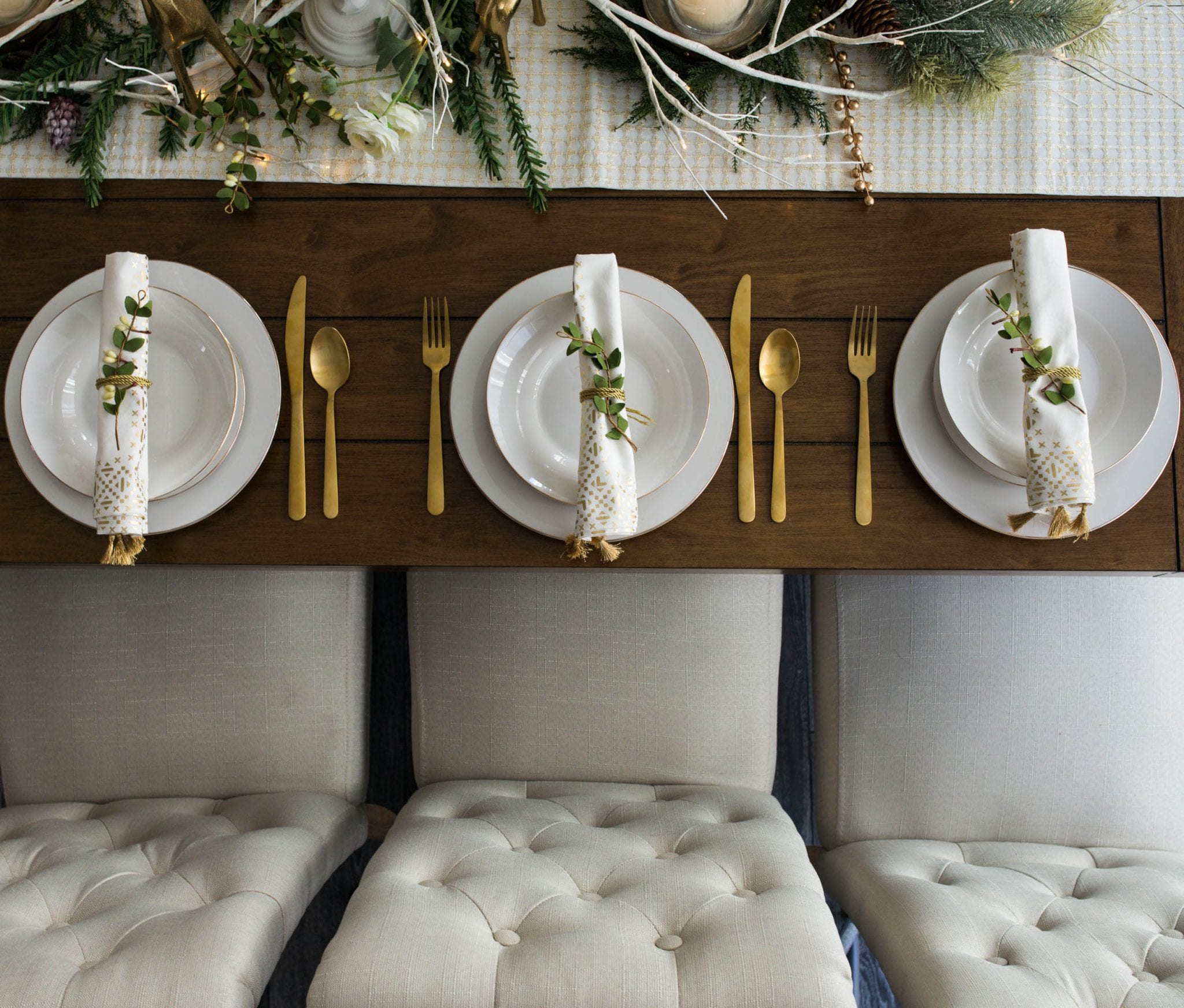 christmas decor ideas   holiday decor christmas table   christmas table decor white   christmas tablescapes   christmas table decorations   christmas decor white and gold   never skip brunch by cara newhart #decor #christmas #holiday