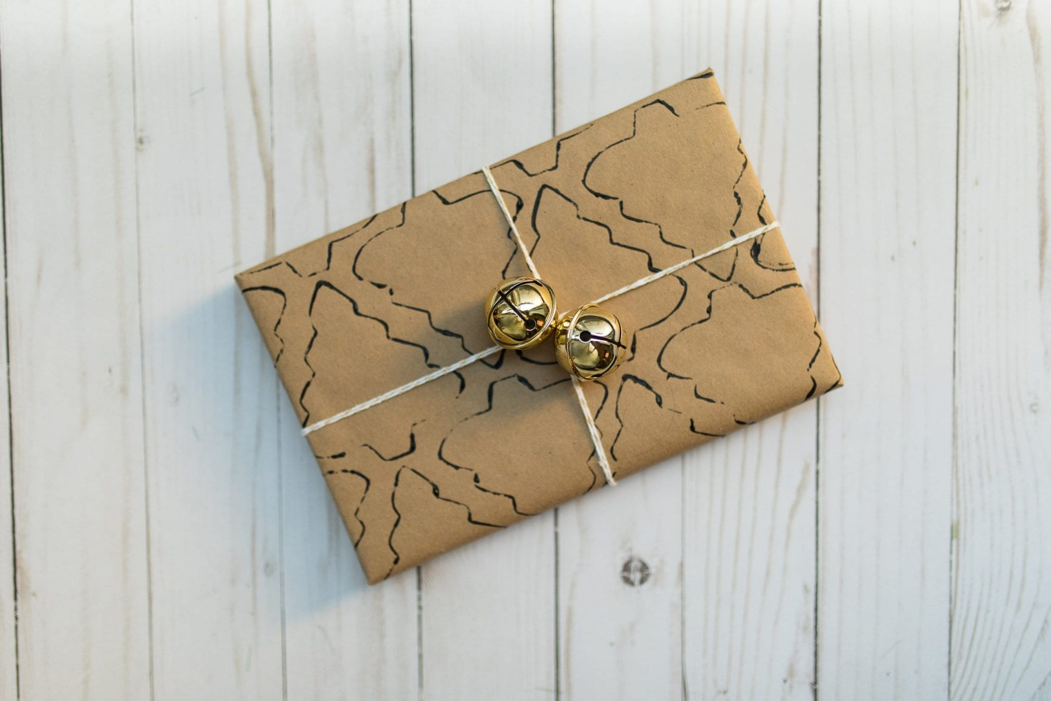 gift wrapping ideas for christmas | gift wrapping ideas creative | gift wrapping ideas brown paper | gift wrapping ideas brown paper christmas | holiday gift wrap ideas christmas | never skip brunch by cara newhart #decor #christmas #holiday #giftwrap