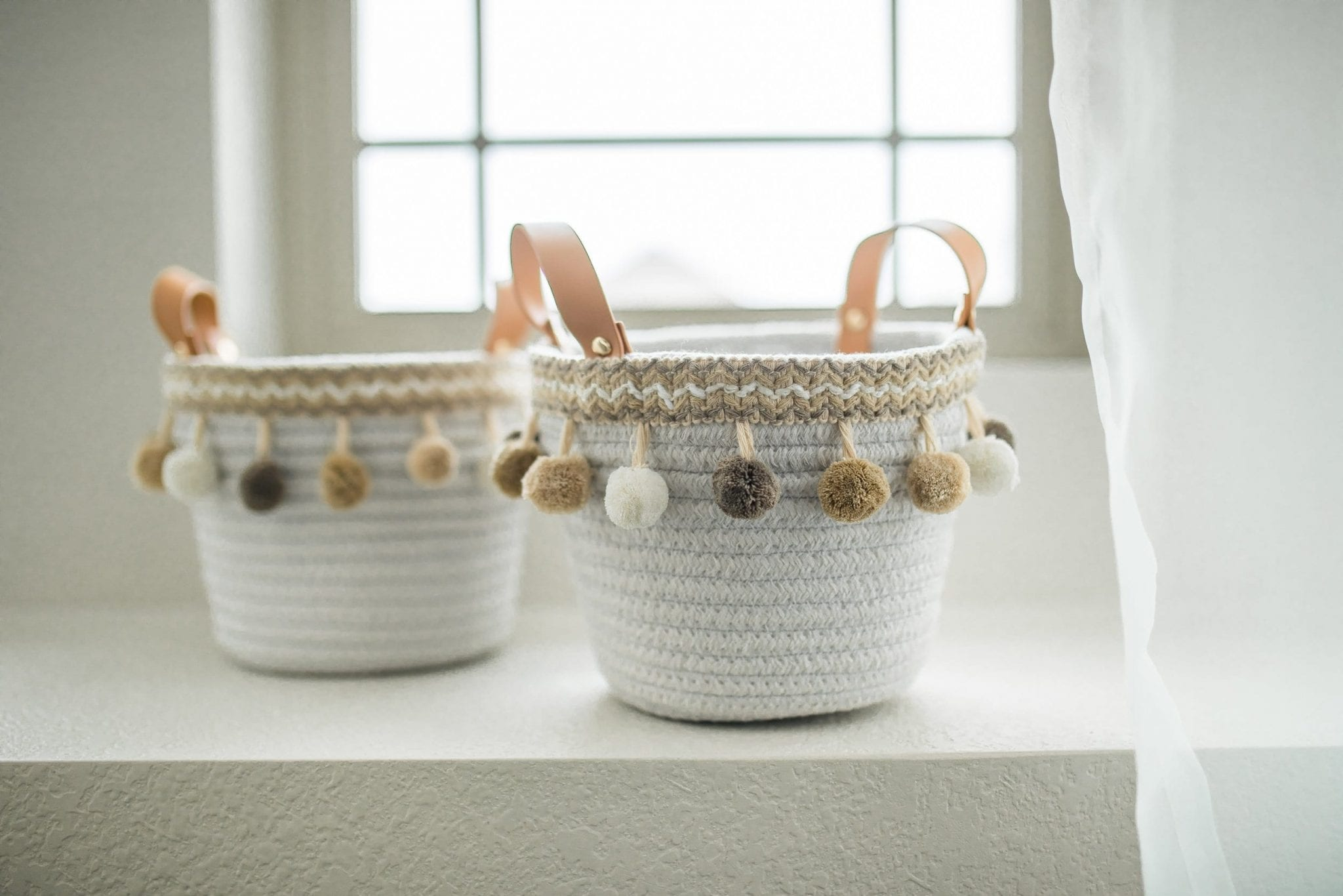 basket organization ideas | basket organization tips | baskets for home decor | basket decor diy | basket decor ideas | Never Skip Brunch by Cara Newhart | #decor #diy #basket #neverskipbrunch