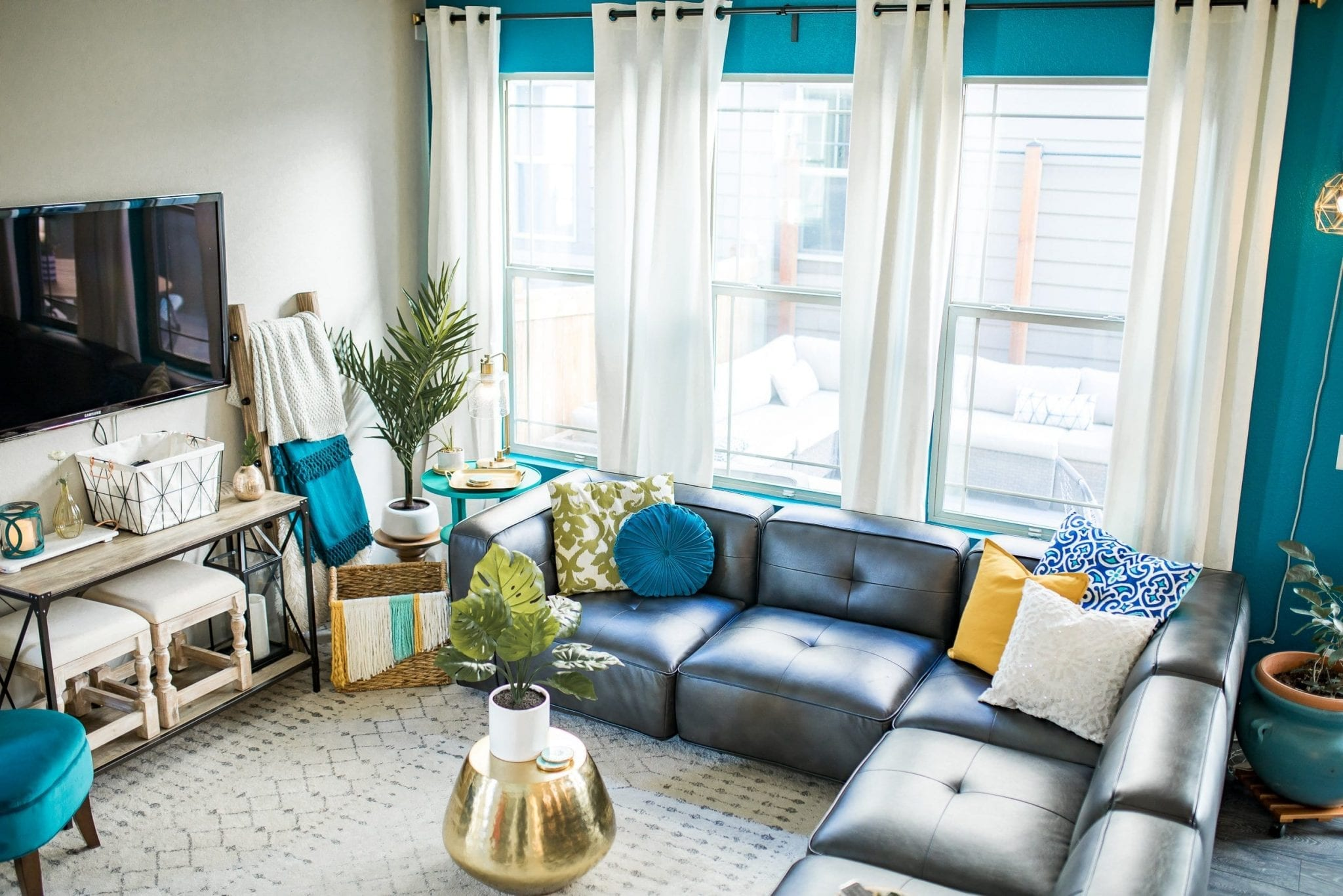 living room decor | Living Room Ideas | living room decor ideas | living room designs | living room paint color ideas | living room refresh | Never Skip Brunch by Cara Newhart | #livingroom #home #decor #neverskipbrunch