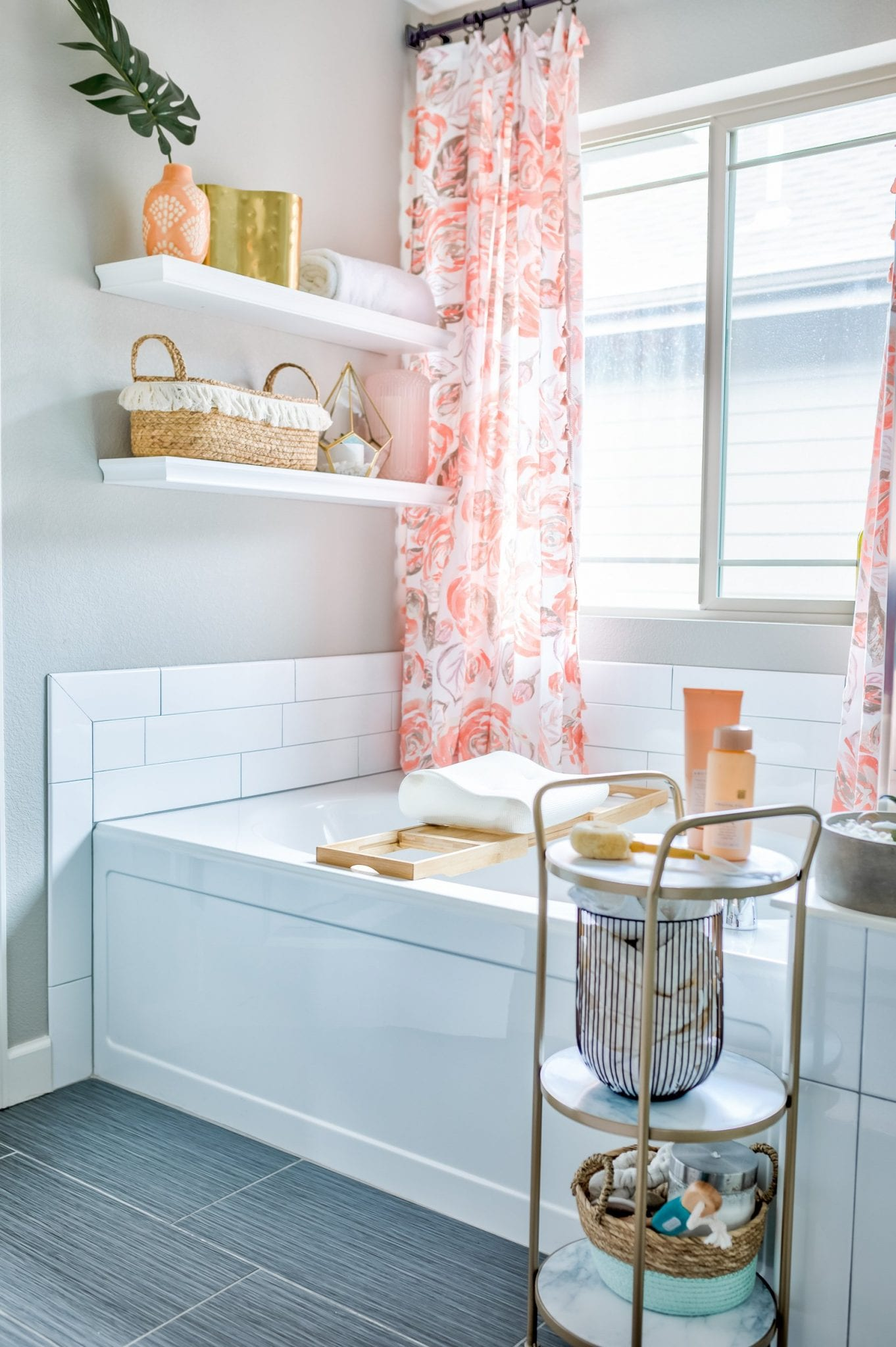 Give your bathroom a luxury feel! 9 tips for bathroom decor spa inspiration to show you how to get luxury bathroom decor on a budget | Never Skip Brunch by Cara Newhart #home #decor #bathroom #spa