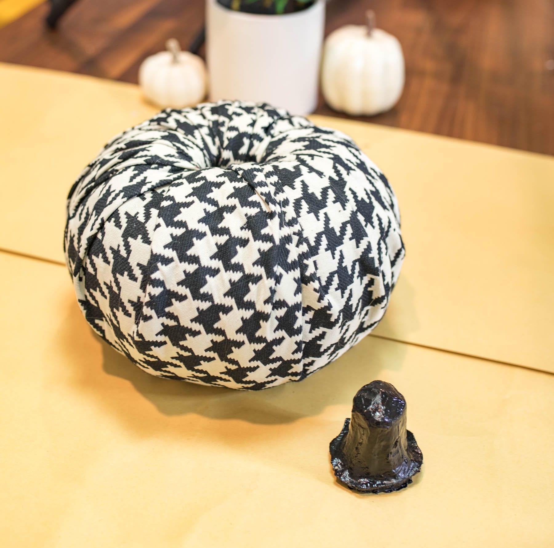 LOVE this Elegant Fabric Pumpkins Tutorial! diy fall decor | fall decor ideas diy | no sew fabric pumpkin | pumpkin decorating ideas | Never Skip Brunch by Cara Newhart | #pumpkins #diy #fall #neverskipbrunch