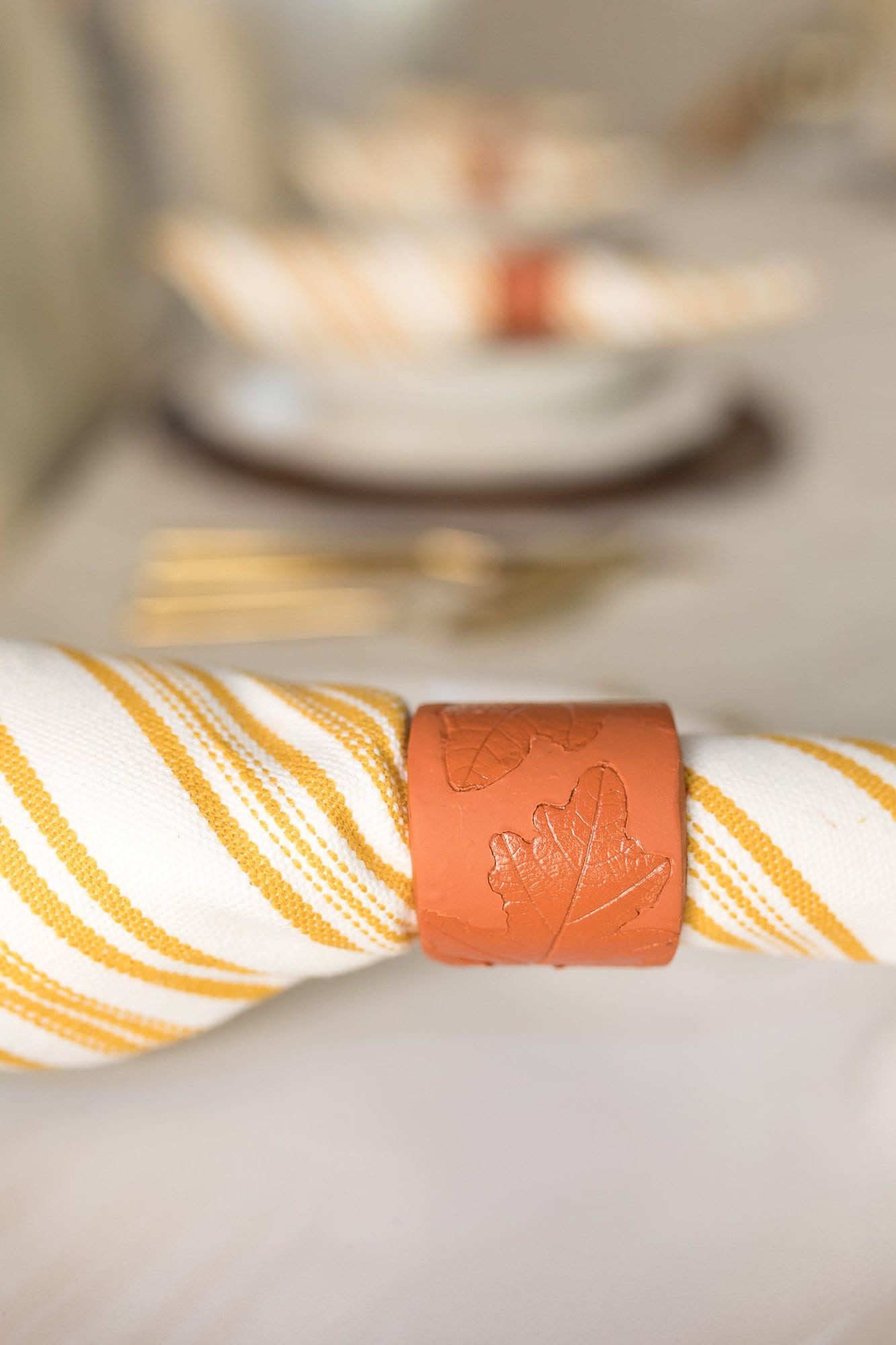 These are adorable and she's too funny! napkin ring diy Thanksgiving | diy fall decor | thanksgiving dinner table | thanksgiving dinner table decoration | thanksgiving table setting ideas | Never Skip Brunch by Cara Newhart | #thanksgiving #diy #fall #neverskipbrunch