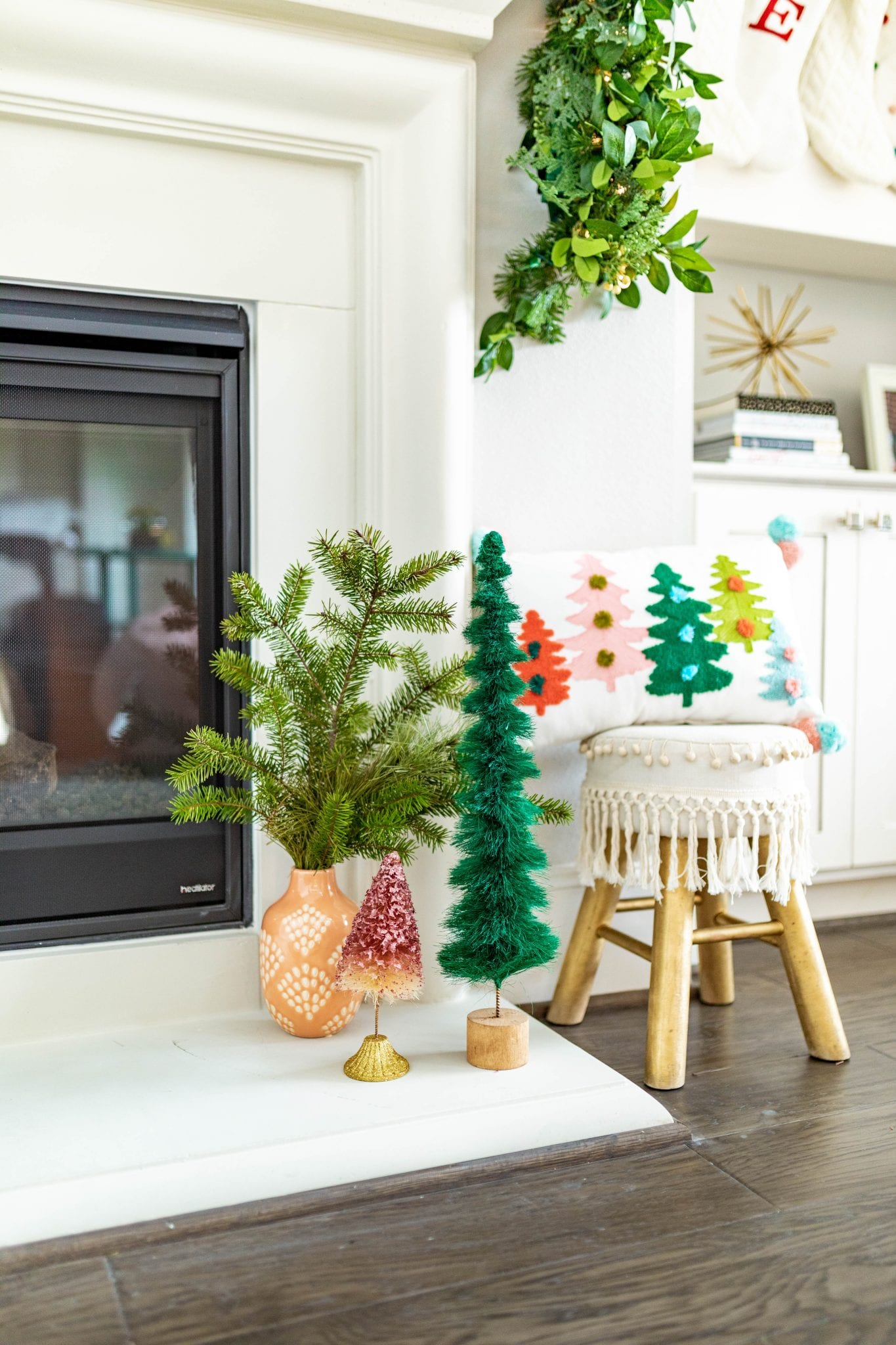 These are adorable and she's too funny! christmas decor | holiday decor DIY | diy holiday sign | merry & bright decor | merry & bright decor | Never Skip Brunch by Cara Newhart | #CHRISTMAS #diy #holiday #neverskipbrunch