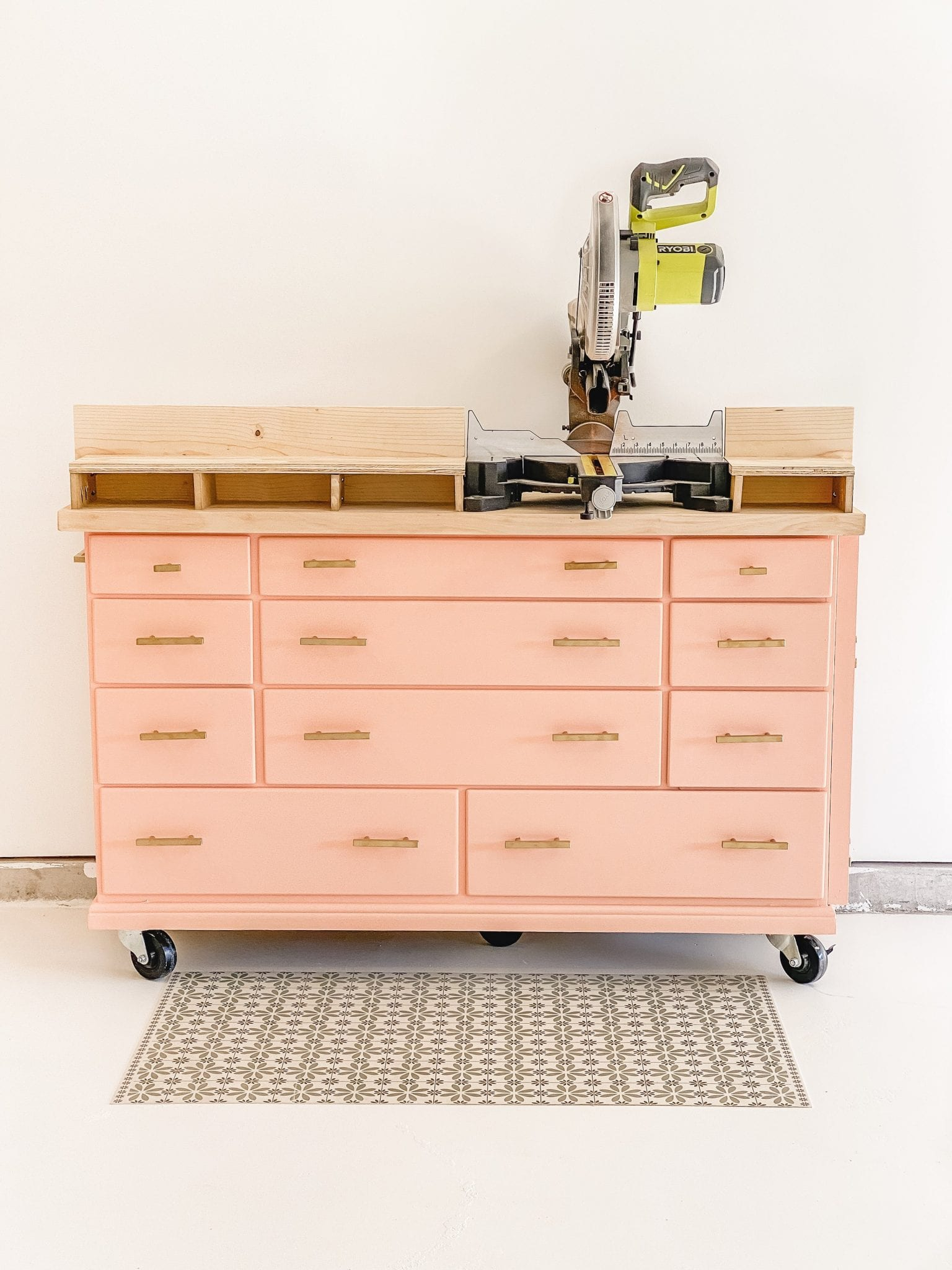 miter saw station | miter saw station DIY | miter saw table DIYl | miter saw bench plans | Never Skip Brunch by Cara Newhart | #home #diy #decor #neverskipbrunch